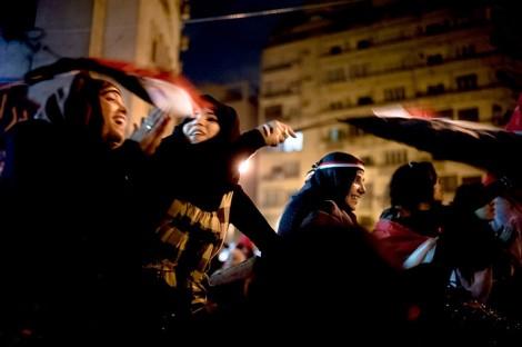 Jubel über das Ende der Diktatur: Auf dem Tahrir-Platz in Kairo feiern die Menschen den Rücktritt von Hosni Mubarak.
