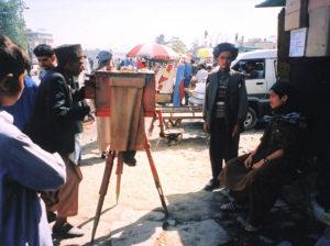 Afghan Box Camera Project - Ein Fotograf bei der Arbeit