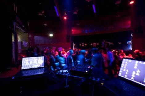 42 Swing Time: Ein rauschendes Fest aus der Perspektive der DJs