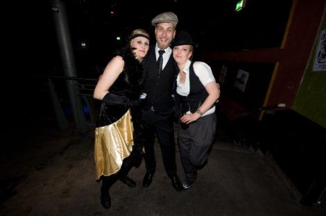 Swing-Musik und schöne Leute!