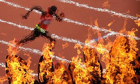 Rabah Yousif wurde während des 400 Meter Laufs durch das olympische Feuer eingefangen