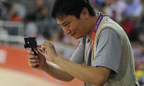 Der Fotograf samt iPhone 4S in Aktion