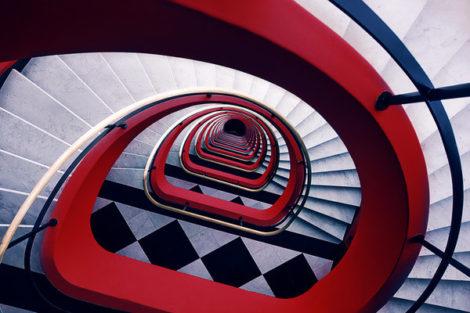 Krasse Farbkontraste machen dieses Treppenfoto zum Hingucker - das Titelfoto
