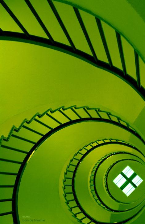 Wie die meisten dieser Treppenfotos besticht dieses durch die harmonisch-organischen Formen. Dazu noch ein warmes grün.