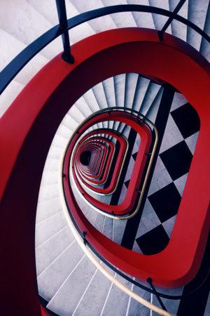 Krasse Farbkontraste machen dieses Treppenfoto zum Hingucker