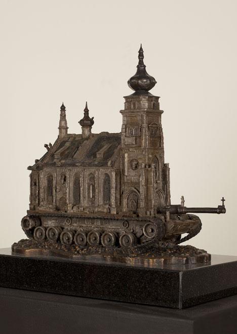 Kirchenpanzer mit Zweibelturm